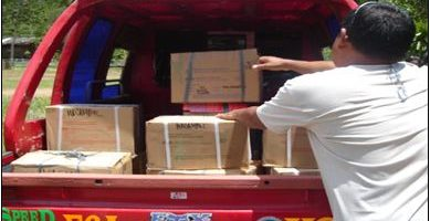 G-Watch-Loading-textbooks-for-shipment-to-a-difficult-to-reach-elementary-school